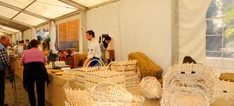 Traditionelles Handwerk auf dem Bauernmarkt von Schenna, April 2011