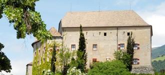 Urlaub im Meraner Land mit herrlichem Ausblick auf Schloss Schenna